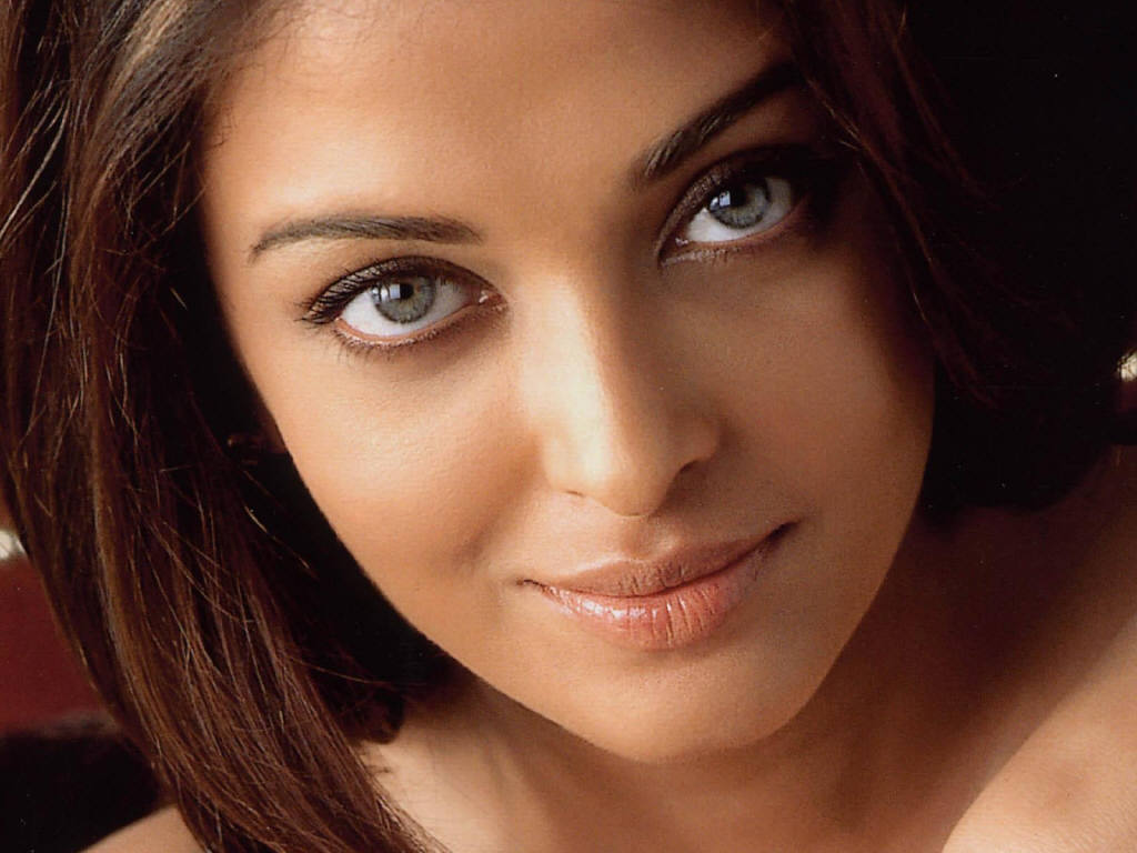 Aishwarya Rai – Highest paid actress of Bollywood - All ... Freida Pinto Lipstick Color