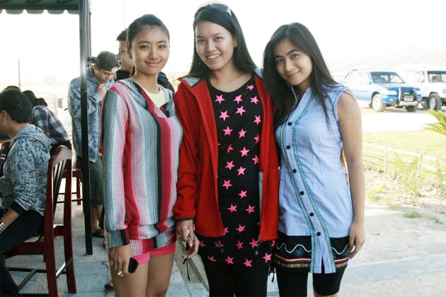 Celebrity Candid Photo: May Kabyar, Su Kabyar and Khin Lay New